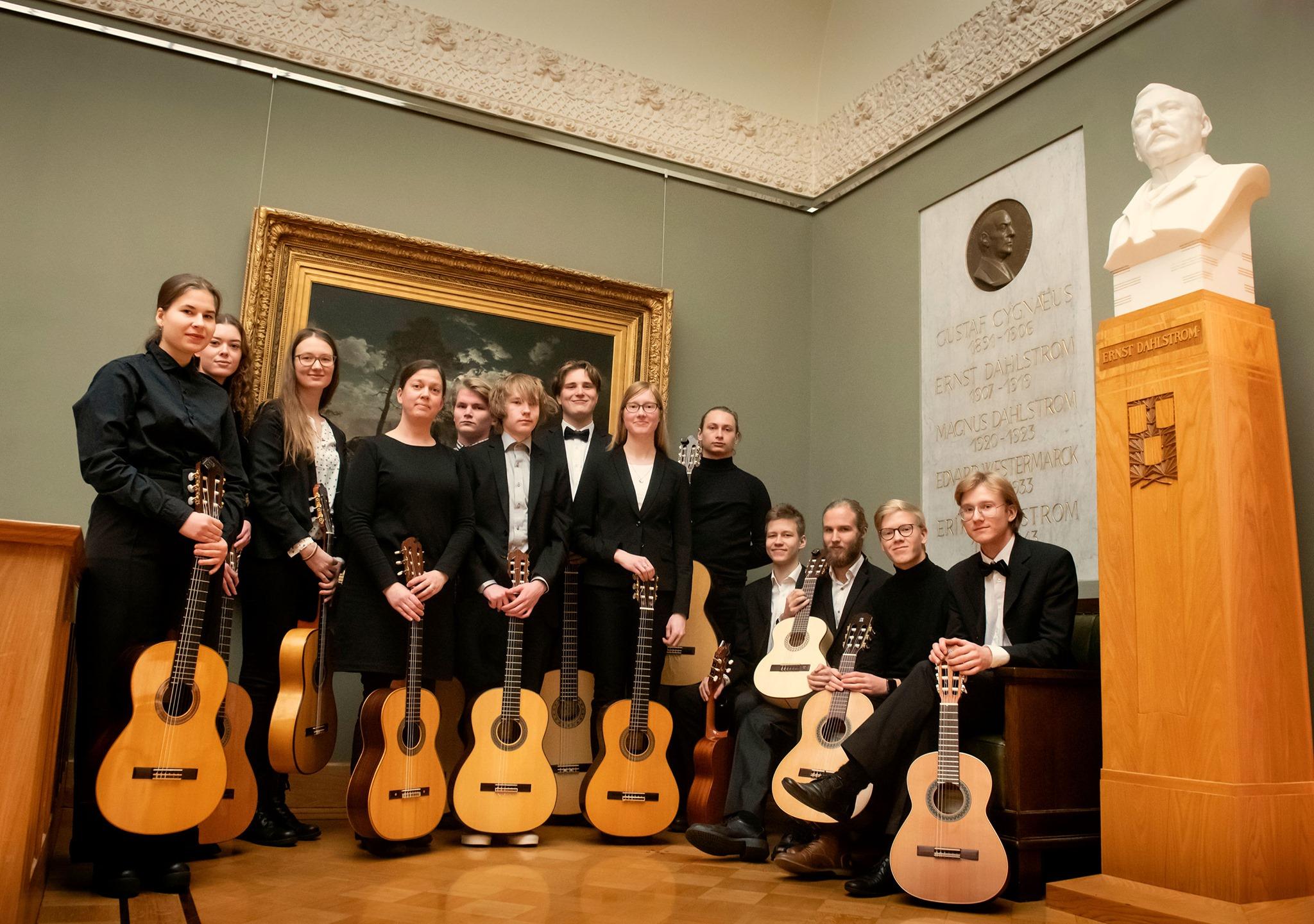 Turun konservatorion kitaristeja valokuvassa